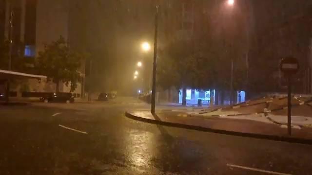 La tromba de agua caída en Cartagena provoca cortes de calles y carreteras